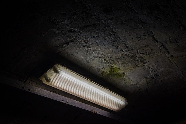 zářivky v tunelu.jpg