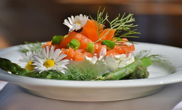 zeleninový talíř s chřestem shatavari